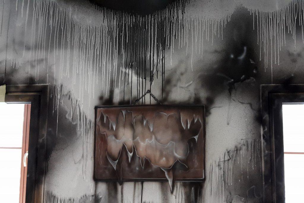 Obraz abstrakcyjny, zacieki na ścianie,
