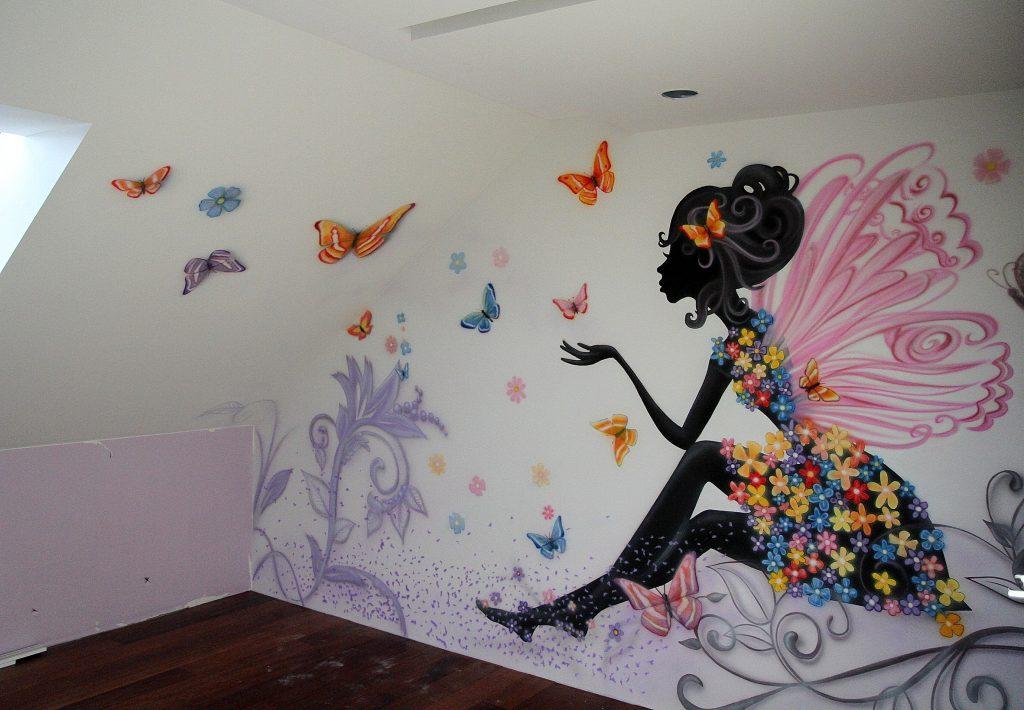 Malowanie graffiti w pokoju dziewczynki, prosta grafika dla nastolatki