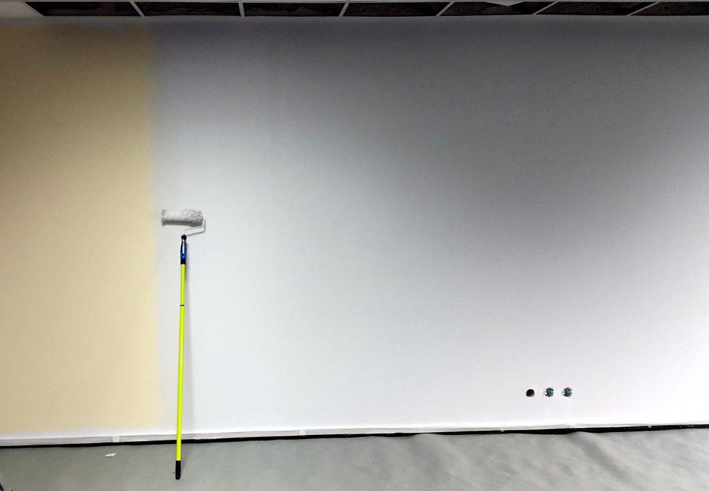 Pokój relaksacyjny malowanie graffiti na scianie w biurze