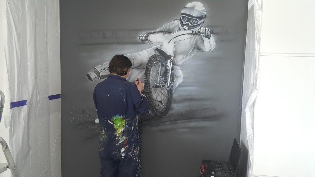 Jak pomalować pokój młodzieżowy, myral w pokoju młodzieżowym