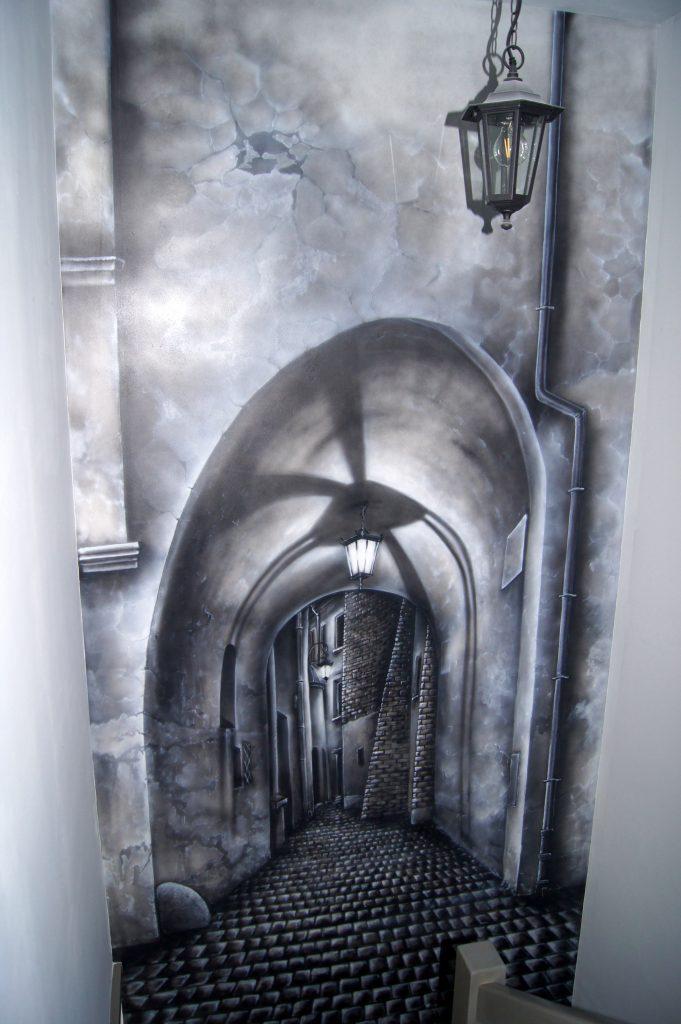 Aranżacja sciany na kladce schodowej, malowanie obrazu na ścianie