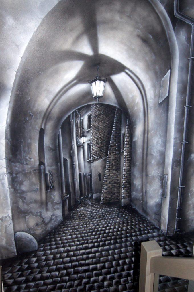 Malowanie obrazu na ścianie, graffiti 3D na klatce schodowej