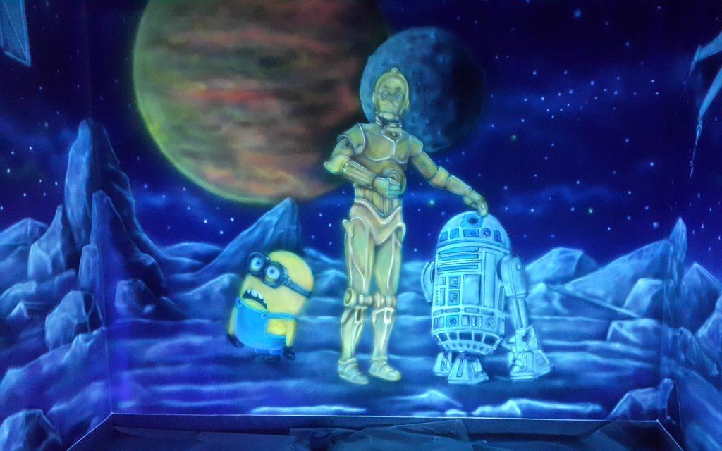 Gwiezdne wojny, malowanie salki urodzinowej farbami ultrafioletowymi