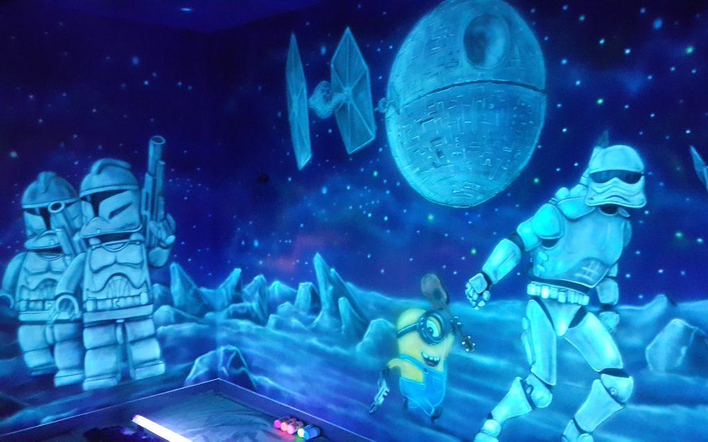 Malowanie bawialni w ultrafiolecie graffiti UV