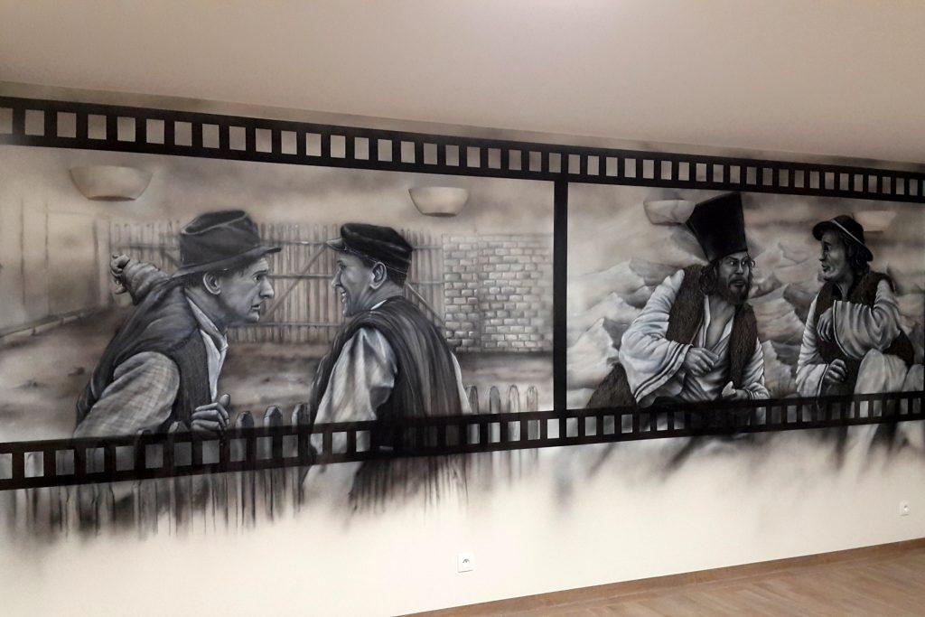 Malowidło ścienne, malowanie obrazu w czarno-bieli