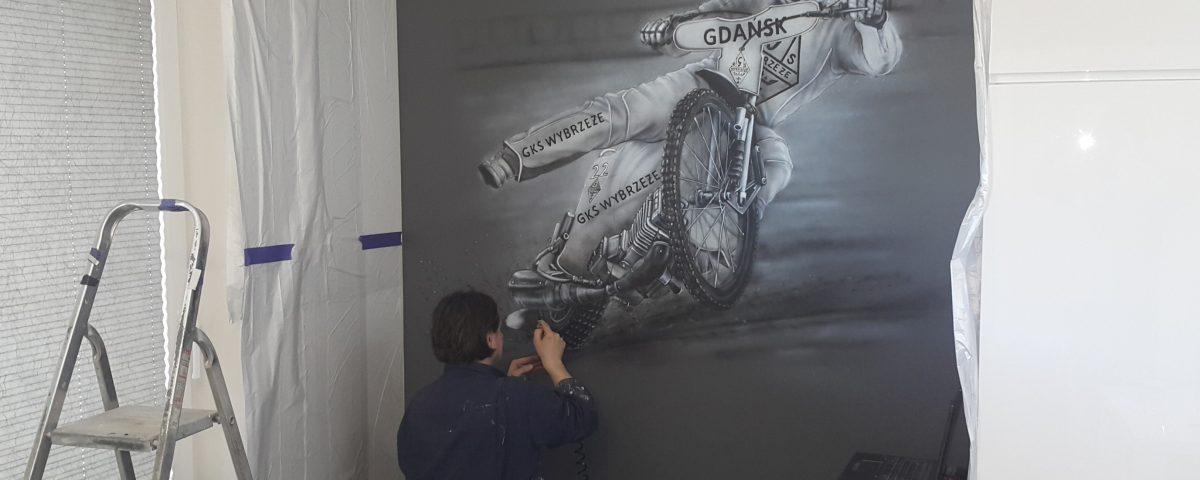 Malowanie użlowca, mural mono0chromayczny