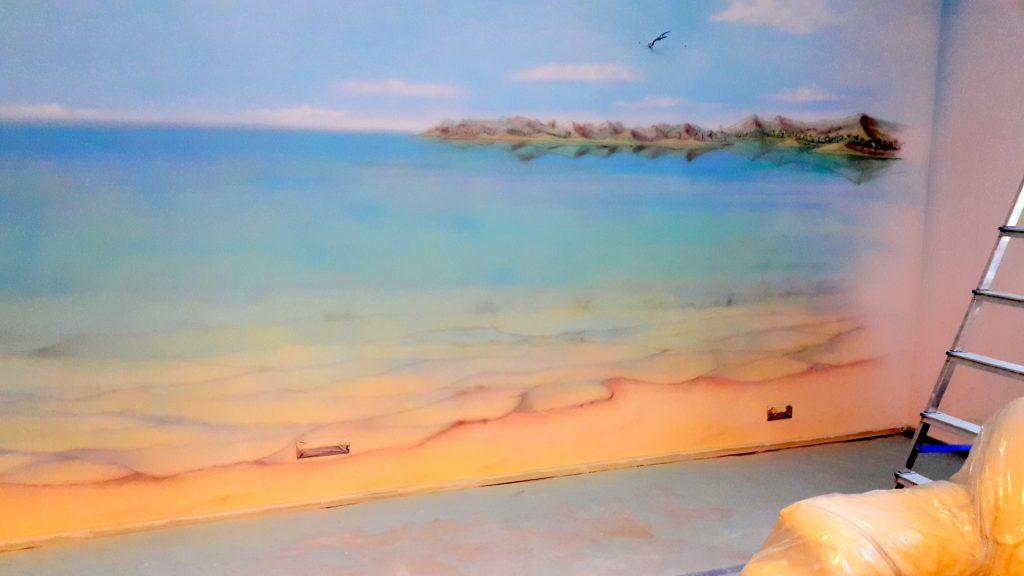 Malowanie obrazu na ścianie, motyw morza, mural 3D
