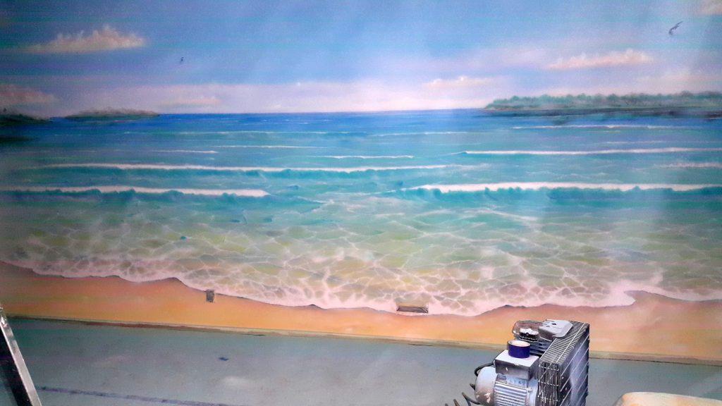 Malowanie obrazu na scianie w salonie, mural 3D, malowanie morza