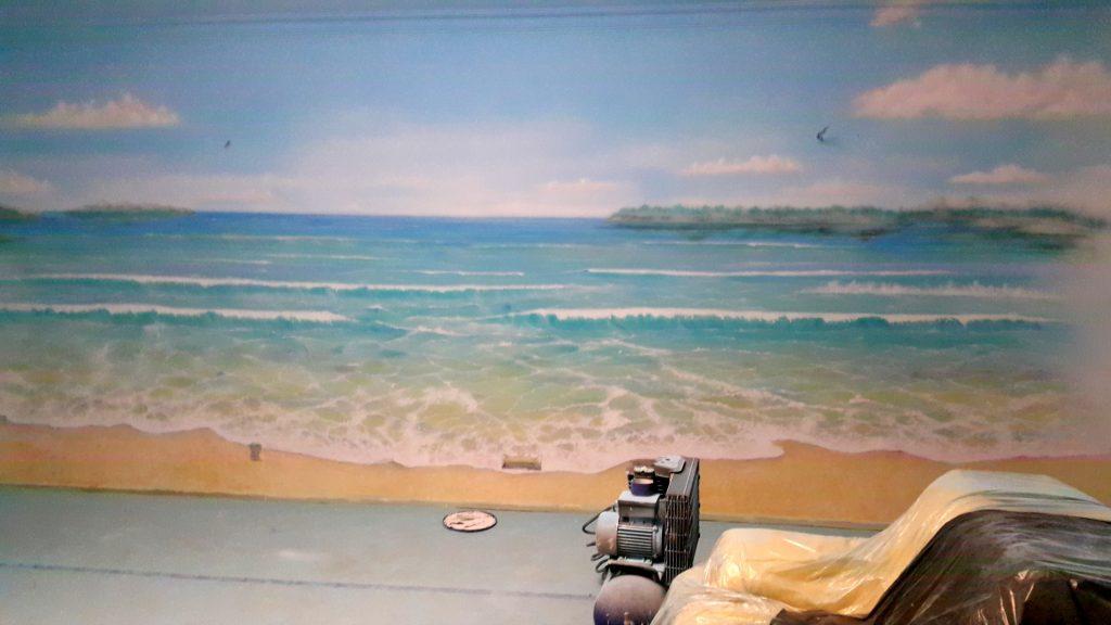 Malowanie obrazu na ścianie, malowanie pejzażu morskiego,