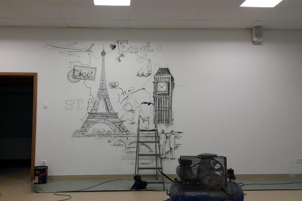 Malowanie klasy szkolnej, mural w klasie językowej