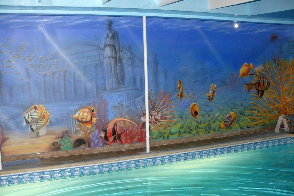 Malowanie basenu, mural na pływalni