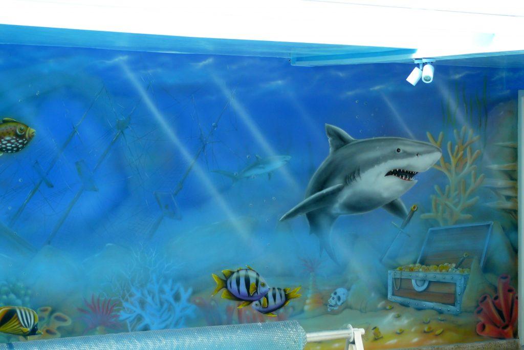 Aranżacja ściany na basenie, malowidło ścienne na basenie