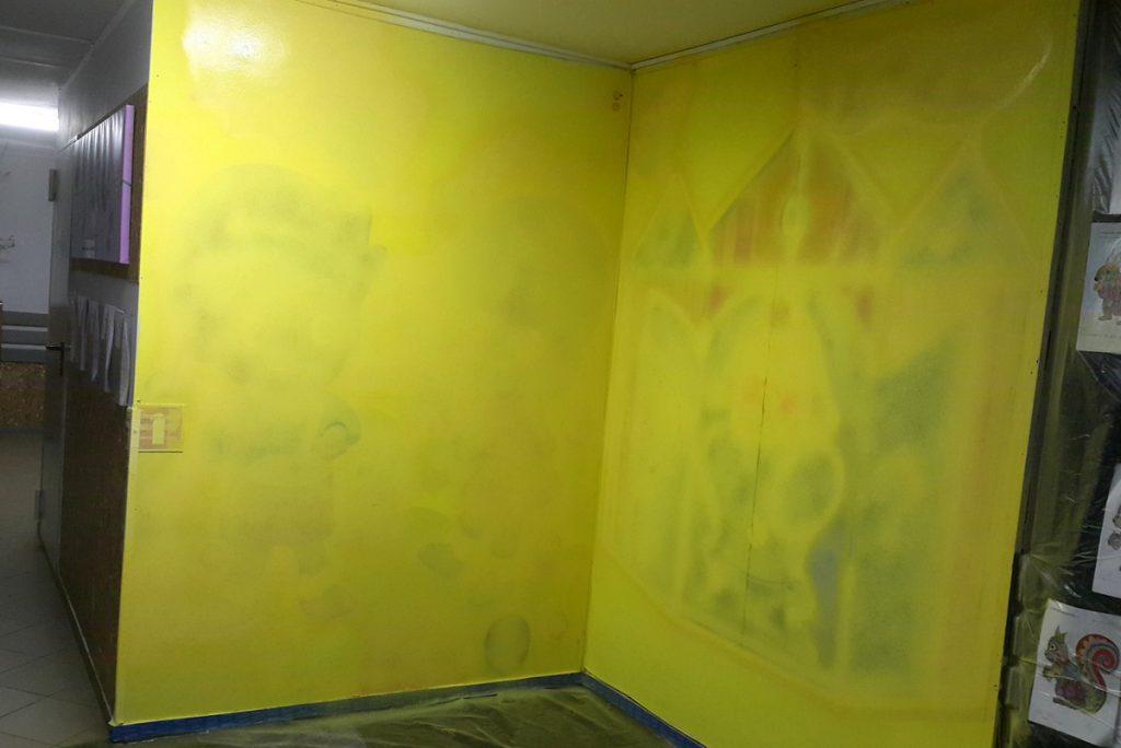 Mural w przedszkolu, artystyczne malowanie scian w przedszkolu, malowanie zwierzątek na ścianie
