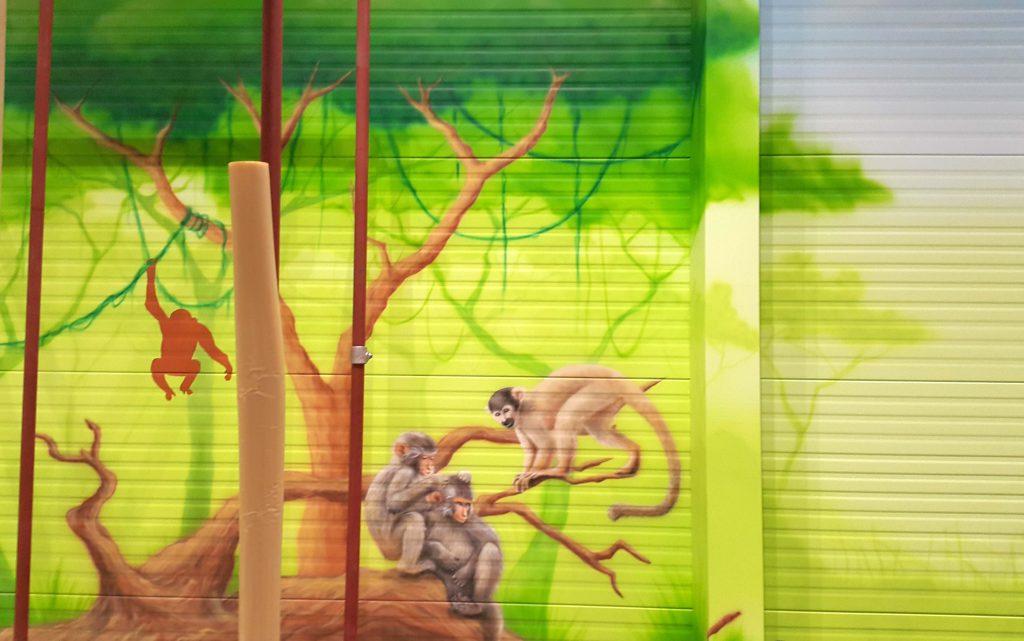 Aranżacja sali zabaw, malowanie obrazu w bawialni dla dzieci, mural 3D