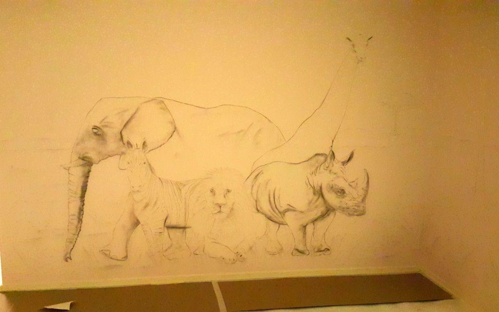 Aranżacja sali zabaw, malowanie obrazu w bawialni dla dzieci, malowanie zwierząt na ścianie