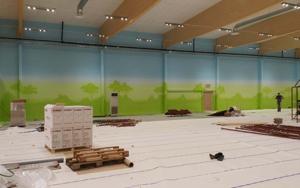 Aranżacja sali zabaw, malowanie obrazu w bawialni dla dzieci, mural w bawialni,