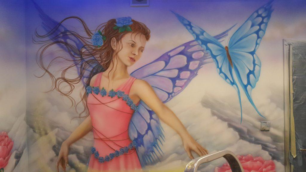 Malowanie pokoju dziewczynki, malowanie księżniczki na ścianie, pokój dziewczynki inspiracje