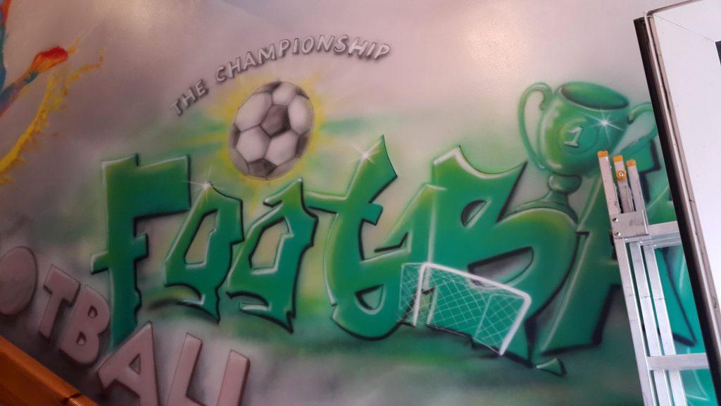 Mural w sklepie, aranżacja ściany w sklepie sportowym,