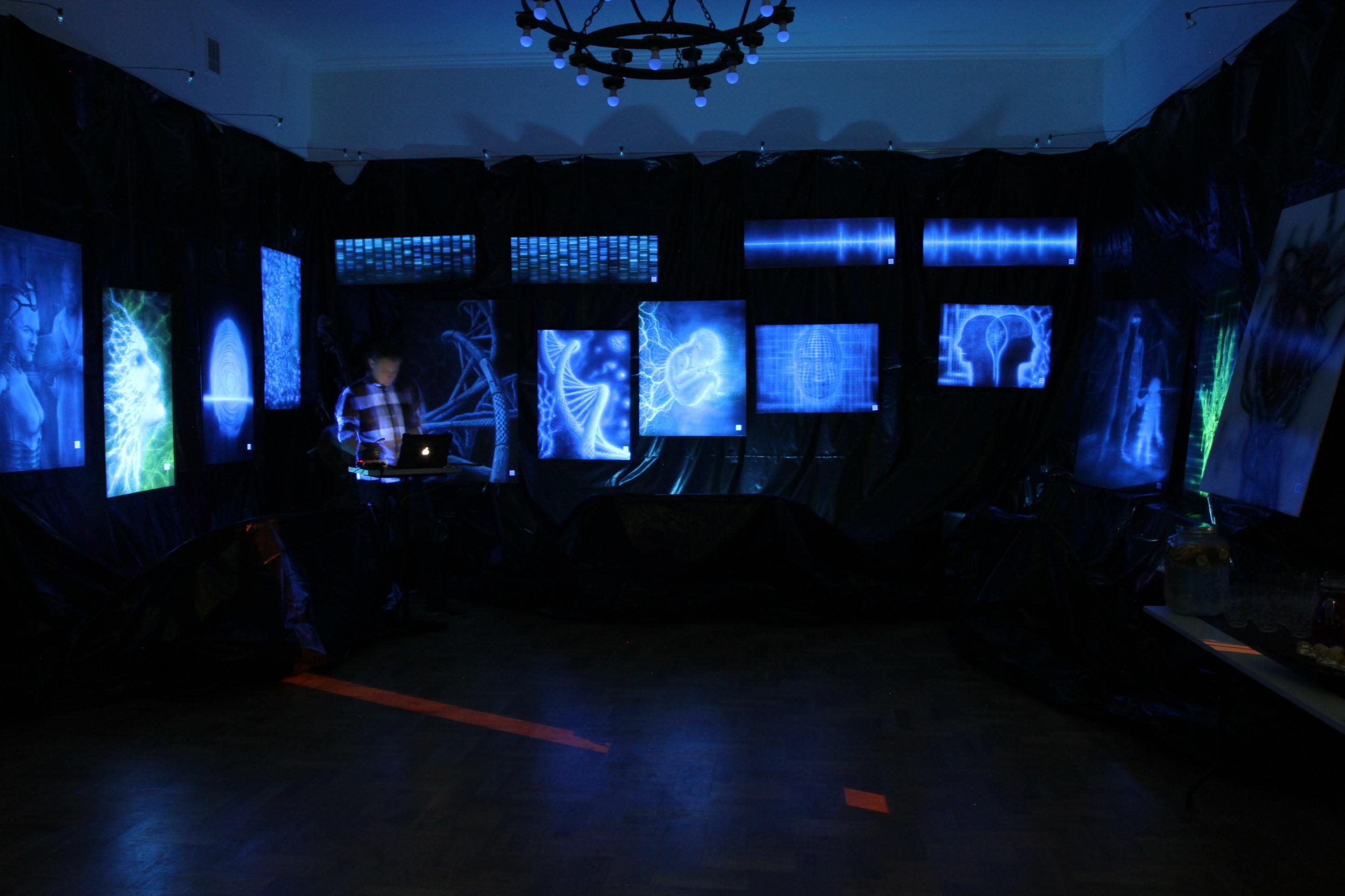 Wystawa, człowiek maszyna tożsamość, malowanie obrazów olejnych