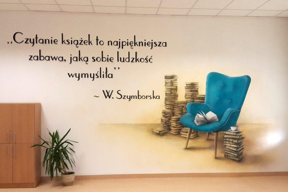Wystrój sali polonistycznej, mural w sali polonistycznej