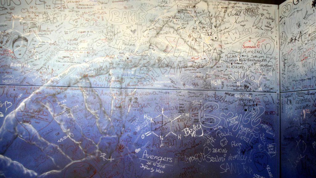 Artystyczne malowanie ścian, mural na festiwalu