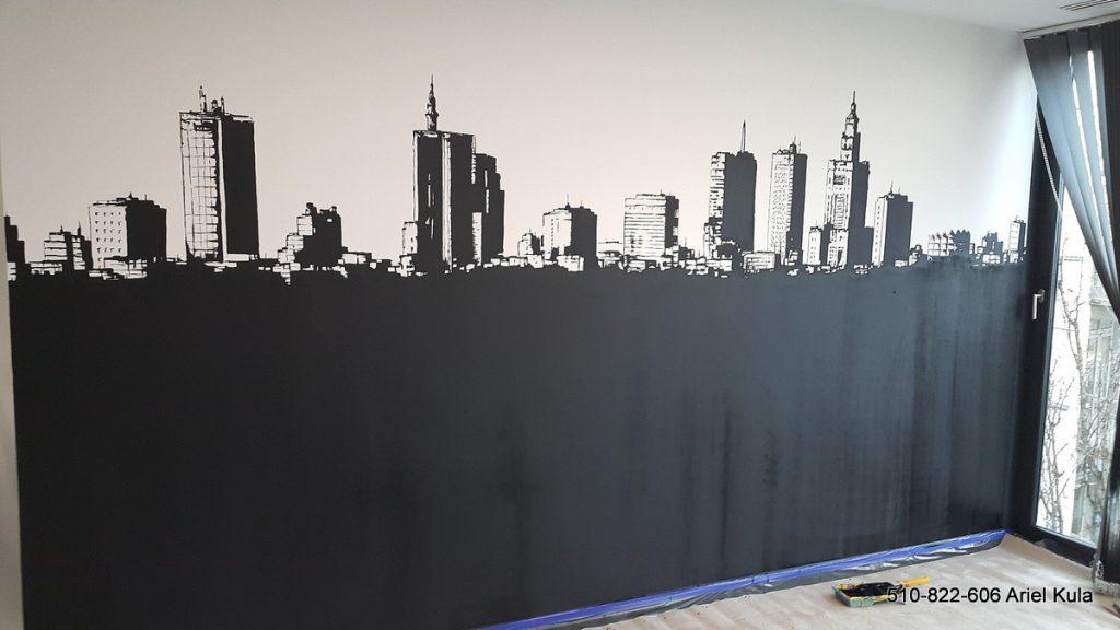 Malowanie farbą tablicową ściany w biurze, aranżacja biura poprzez malowanie