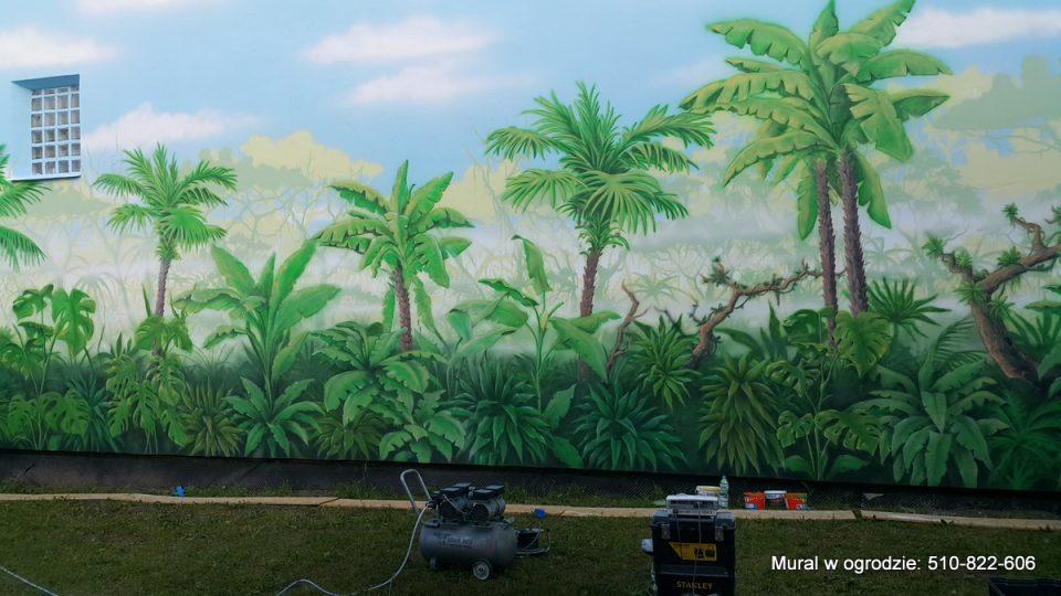 aranżacja ściany w ogrodzie , Malowanie dżungli jako tło w ogrodzie