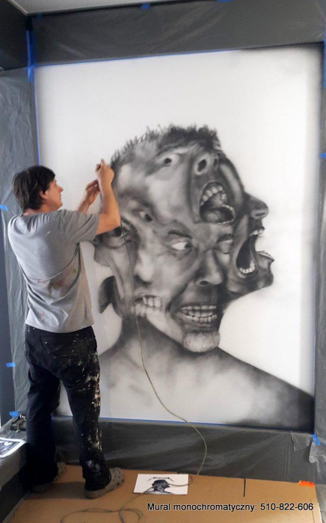 malowanie obrazu na scianie w czarno bieli, mural w przedpokoju