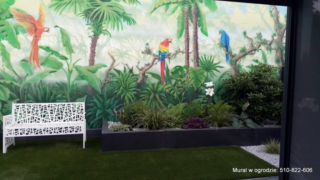 Malowanie muralu w ogrodzie, malowanie lasu tropikalnego