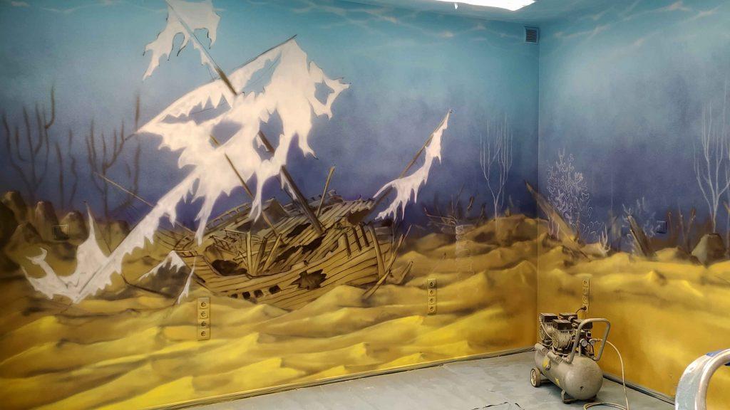 Aranżacja przychodni, wystrój ścian w gabinecie zabiegowym, malowanie podwodnego świata, rafa koralowa w dziecięcym gabinecie w Koninie