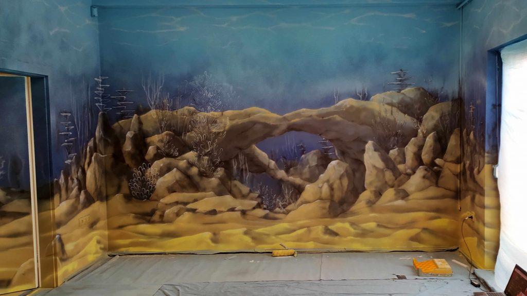 Malowanie rafy koralowej na ścianie w przychodni, aranżacja dziecięcego gabinetu zabiegowego, mural 3D