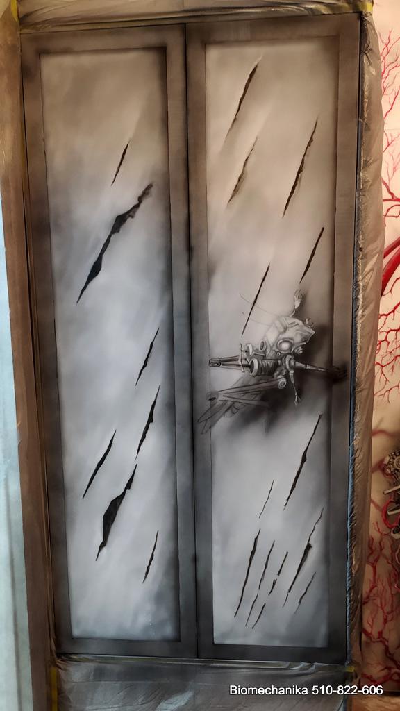 Mural bioneczhaniczny, biomechanika art, malowidło o ideologii trans humanizmu