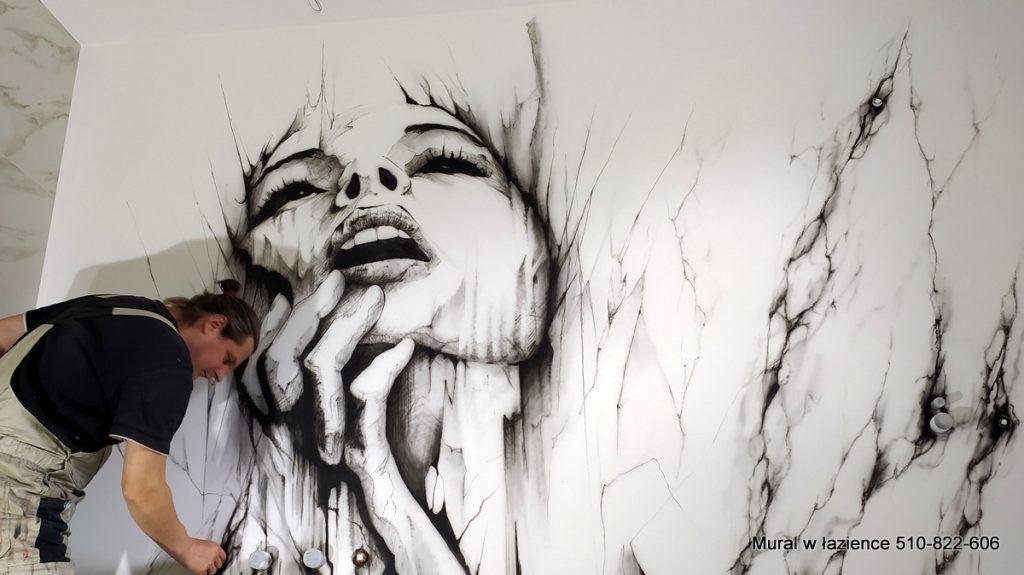 Mural w łazience, portret kobiecy