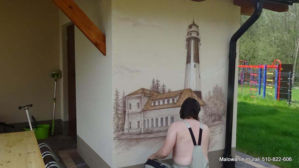 Malowanie domku letniskowego, mural na ścianie w domku wczasowym