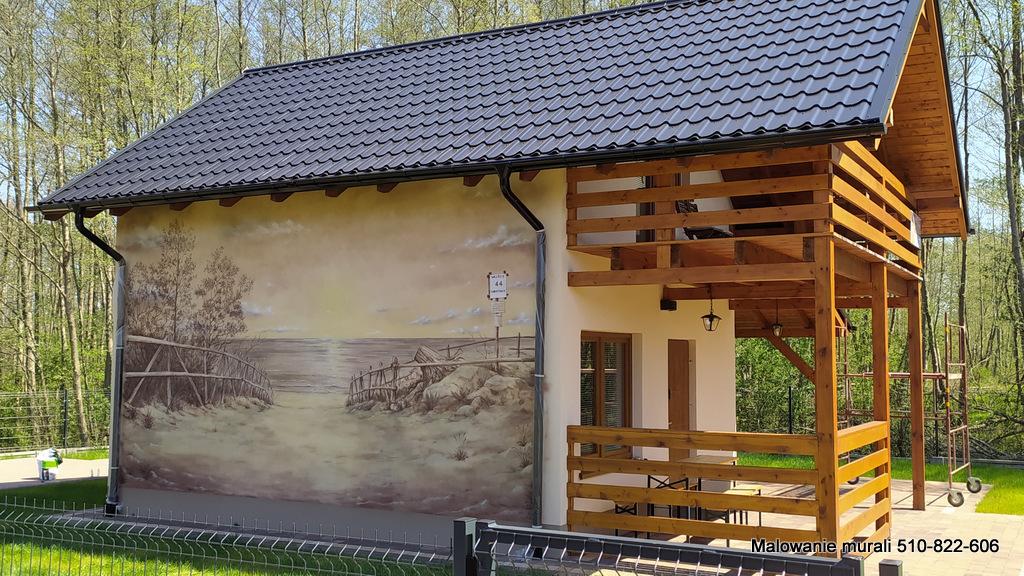 Aranżacja domku wczasowego, mural na domku letniskowym, Kopalino Osada 4 pory roku