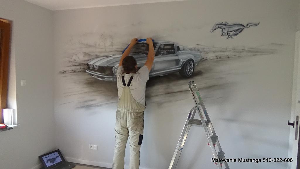 Mural o tematyce motoryzacyjnej