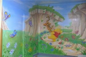 6.-malarstwo-dekoracyjne-na-szkolnym-korytarzu