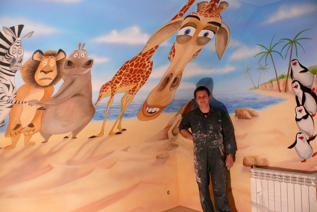 """Artystyczne malowanie sciany w pokoju dziewczynki, grafika namalowana na ścianie a filmu """"Madagaskar"""""""