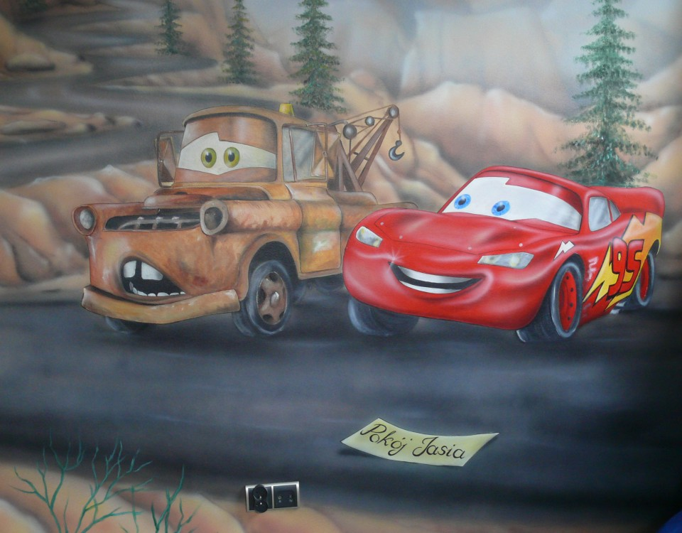 Malowanie aut na ścianie w pokoju dziecka