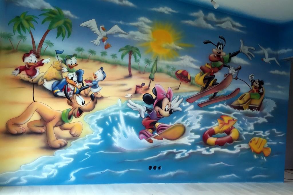 Myszka miki i przyjaciele w pokoju dziecka, mural