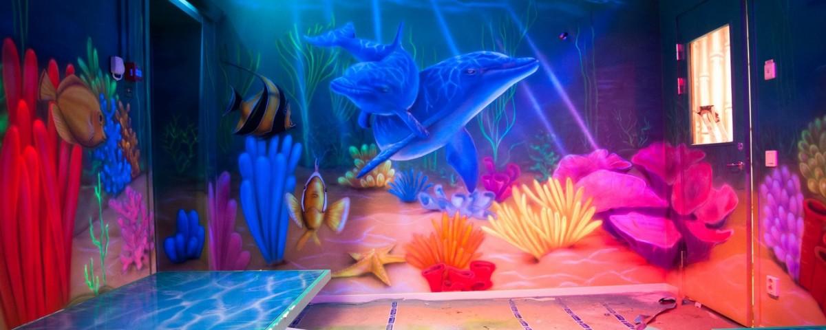 Malowanie obrazuUV na ścianie fraffiti, malowanie rafy koralowej i rybek, inspiracje
