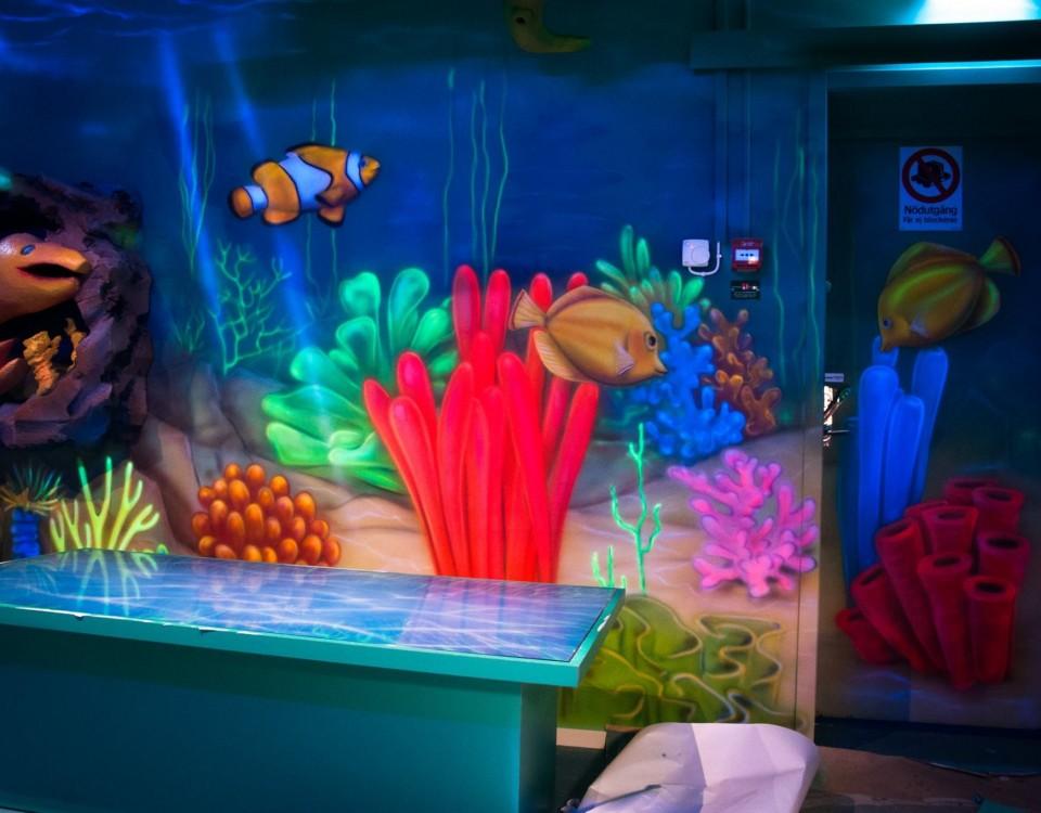Rafa koralowa, obraz namalowany na ścianie w pokoju dziecka, kolorowe rybki