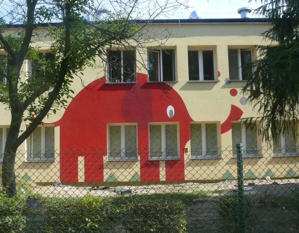 Malowanie słonia na elewacji budunku, logo