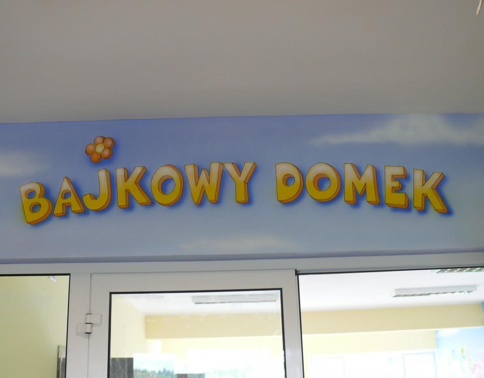 Malowanie loga w przedszkolo, kolorowy szyld dla przedszko