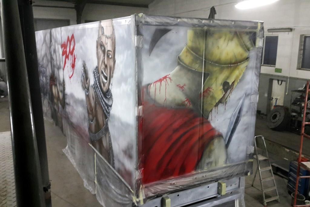 Tuning ciężarówki, malowanie areografem airbrush truck