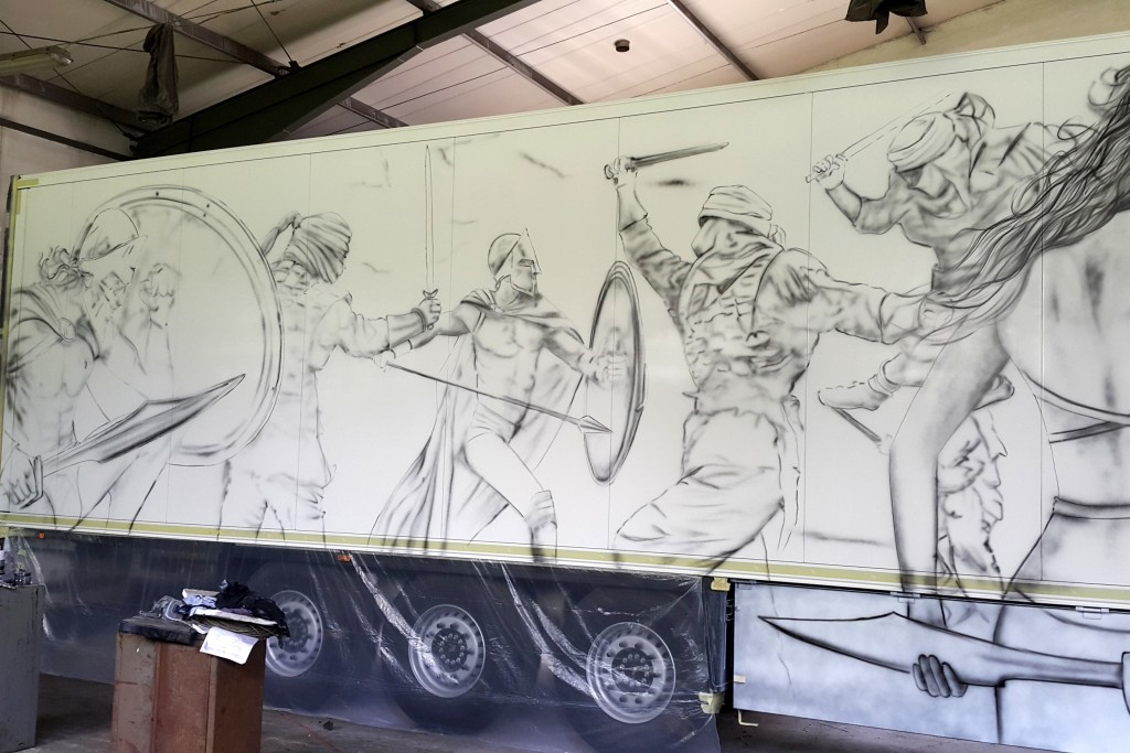 Malowanie areografem samochodu ciężarowego, malowanie tirów