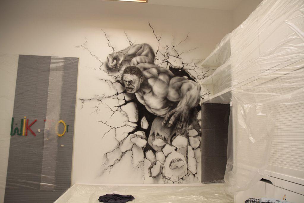 Malowanie Hulka na ścianie w pokoju dziecka, mural hulk