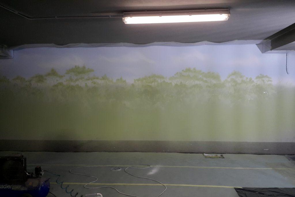 Malowanie obrazu na ścianie mural