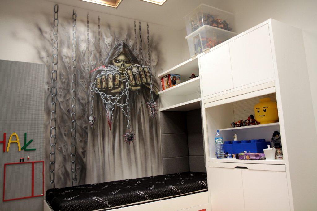 Malowanie kostuchy w pokoju młodzieżowym dark art