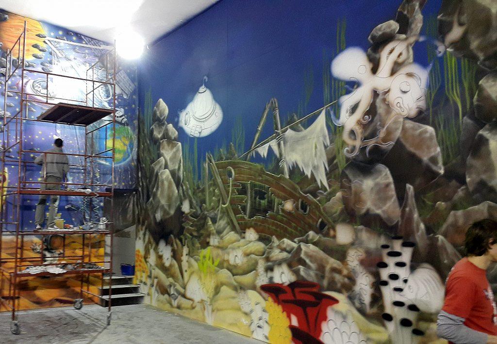 Artystyczne malowanie ścian, malowanie na ścianie rafy koralowej, kielce mural ścienny na ścianie wspinaczkowej